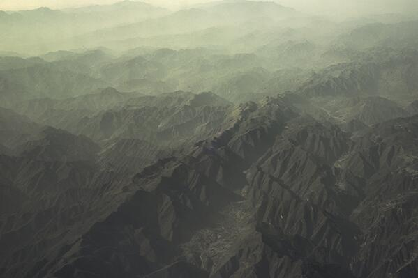Beautiful shot from an #AirChina a/c of the mountains between #guilin and #xi'an Photo from http://t.co/oRxbwlFrqW http://t.co/3aVGgD8N1K