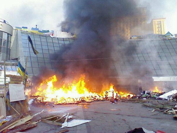 На Майдане что то горит.