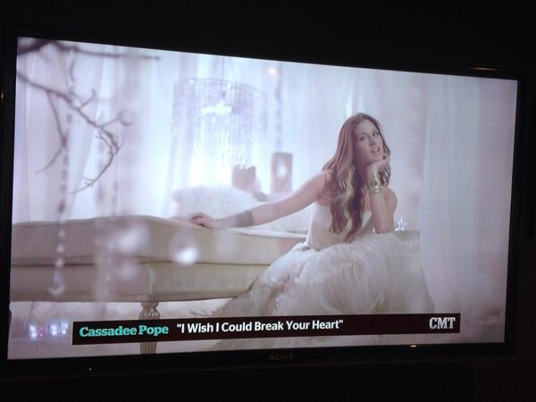 Gorgeous! @Sarahmontgomery: So dang beautiful!! Catch @CassadeePope's video for #IWishICouldBreakYourHeart on @CMT! http://t.co/rt8gSVxBP2