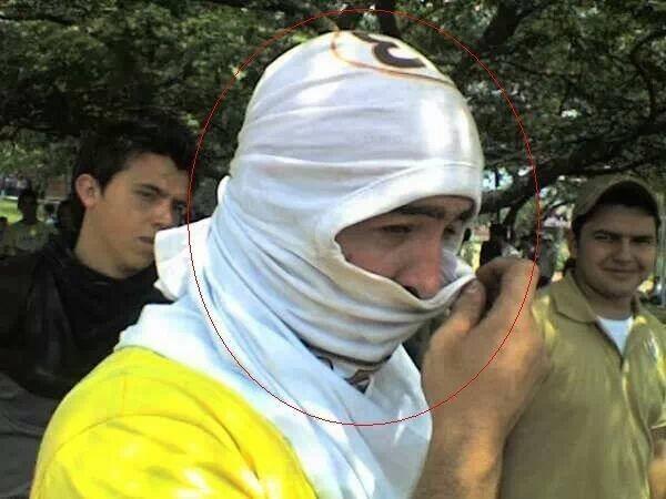 "#TROPA""#RodillaEnTierraConNicolasMaduro Q TAL EL ALCALDE DE SAN CRISTOBAL DANIEL CEBALLOS ENCAPUCHADO!... VEANLO... http://t.co/Dtb9HbQb9r"""