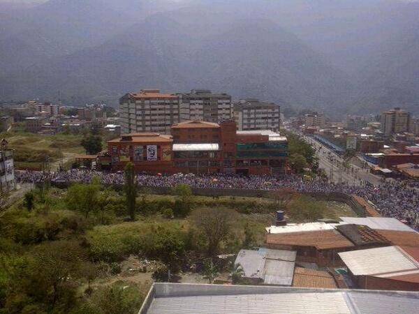 Foto panorámica de como va la marcha en Mérida. 11:41am http://t.co/V5MtJeMs0d vía @RaffaEP