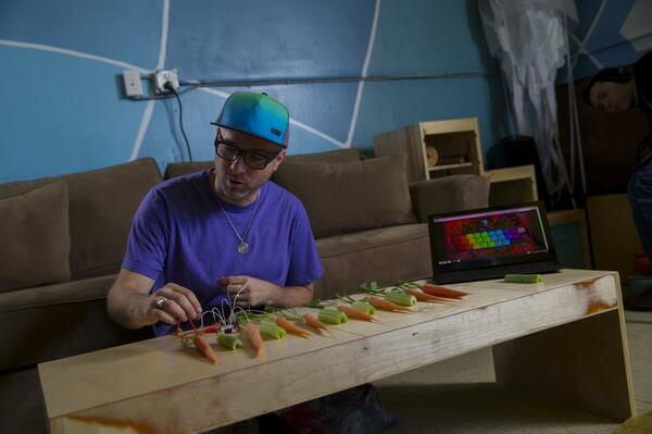 Watch MaKey MaKey co-creator explain how @Intel can turn fruit into music #lookinside: http://t.co/nLbF98BWPi http://t.co/DvkC6dA242