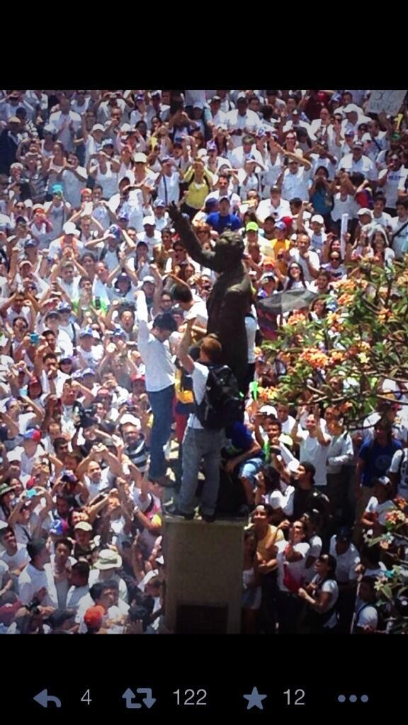 Todo mi respeto y admiración para @leopoldolopez y el pueblo venezolano. #Valientes http://t.co/VJUBSJsUgV