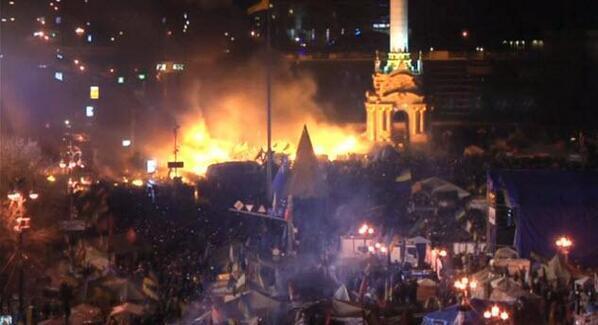 Mentre l'Italia Sanremeggia e l'Europa si balocca con le Olimpiadi, Putin brucia Kiev e l'Ucraina http://t.co/71uUyq9Uvp
