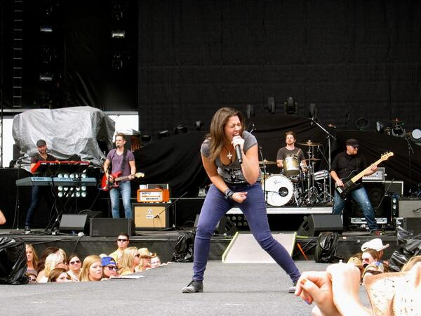 """@rachelfarley You NEED to put """"Damn I do"""" on iTunes! Please and thank you! #watershed2013"""