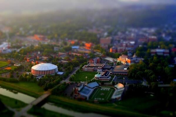 MT @laurenanolan: #BobcatNation...210 years + still going strong - Happy Founders Day @ohiou! #HeavenOnEarth http://t.co/gG98cmDLuQ