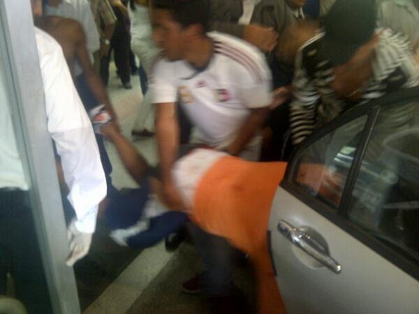Otro herido de bala llega a la Guerra Mendez. Confirmado 4 heridos http://t.co/9iliJoSJmw