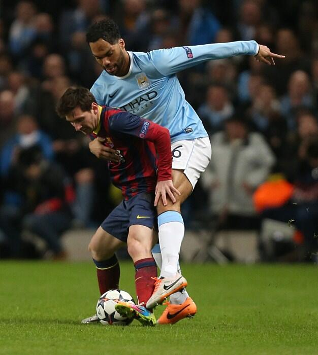 Joleon Lescott manhandles Messi, still cant get near the ball