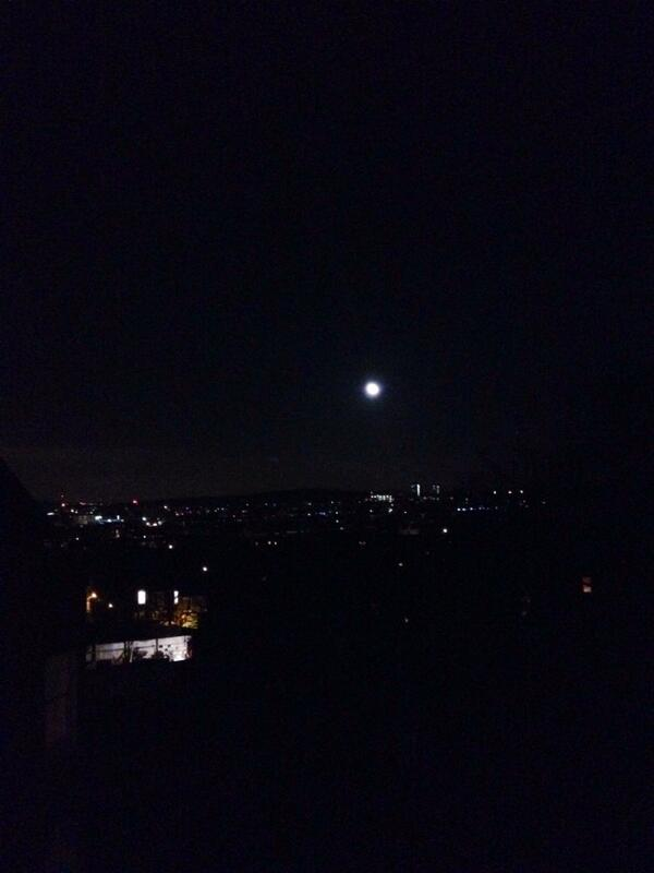 #Nighttimecitylights #Moonlight #ILoveLondonpic.twitter.com/KAlzekf9gU