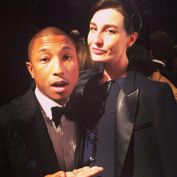 What a gent, what a winner!! Thanks for being so kind to me & bump #one&onlyPharrell #happy #ellestyleawards http://t.co/03vmtOL5Da