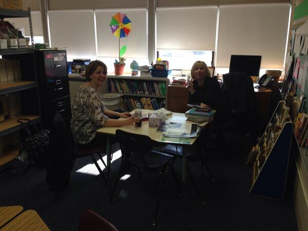 The two coaches @JWReasonElem spending #geniushour discussing personalization and creativity  #hcsdchat http://t.co/Z2MebFwbUF