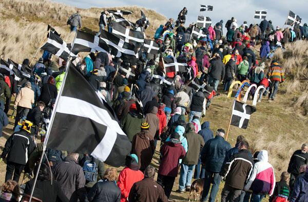 Gool Peran Lowen! Happy #StPiran'sDay! Read more about the Cornish patron saint on our blog http://t.co/2VI7sNKBYt http://t.co/51HsRv8VKD