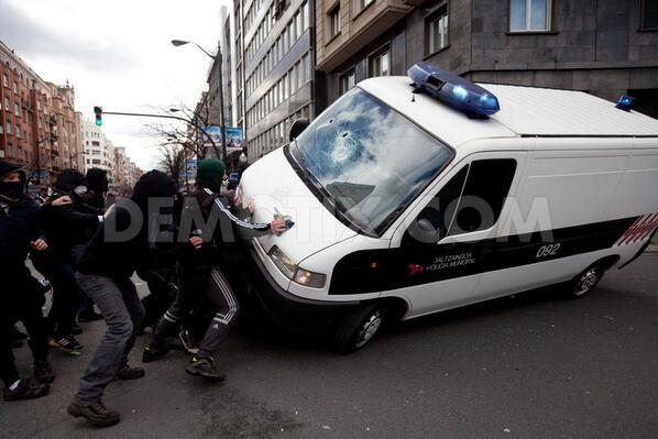 Violent protests against IMF meeting in Bilbao http://t.co/I2NBqx0BuC http://t.co/rOMiEMPixs