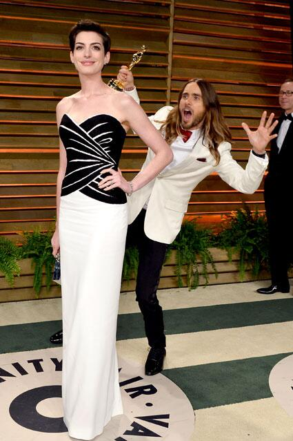 This photo of @JaredLeto photo bombing Anne Hathaway at the #Oscars is everything! PHOTOS: http://t.co/xc3gXtYwUF http://t.co/LEPGK28lHS