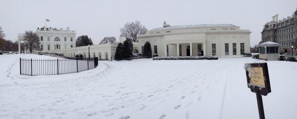 The White House in Winter. http://t.co/CWfCaAV9L2