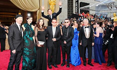 Benedict Cumberbatch: World class photobomber (Photo: Reuters) http://t.co/0X77qqX31N #Oscars http://t.co/GFrtWqkf13