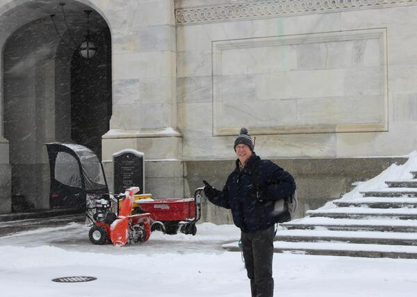 Heading into the Capitol as crews work hard to clear snow. Thanks to @CapitolPolice & staff at their posts today. http://t.co/RePrJCnSFj