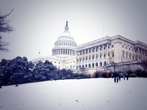 A different kind of slippery slope in DC: children sledding on Capitol Hill, at the @uscapitol. http://t.co/2bSC9HCnw4