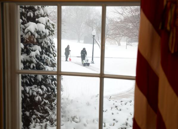 The view through window in the Oval Office. http://t.co/7c0fzQzeKH