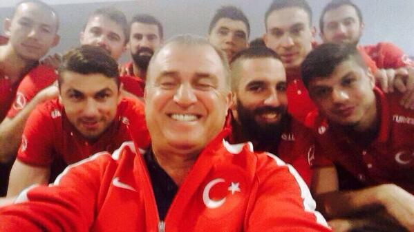 Bir selfie de Milli Takım'dan. Via @MilliTakimlar #TürkMilliSelfie http://t.co/FIgqwWzTeR