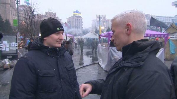 .@andersoncooper speaks with a man in #Kiev who just volunteered to fight for #Ukraine. http://t.co/7tzSaEoopN