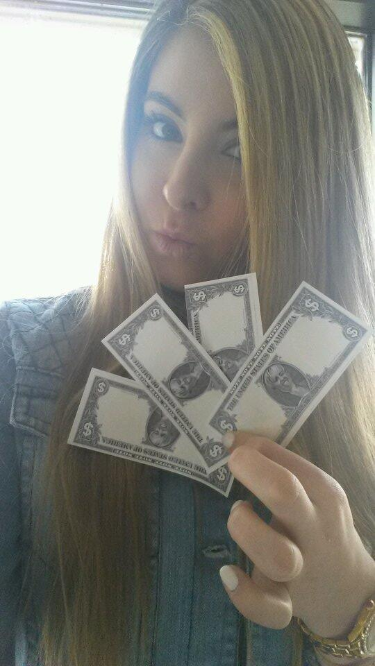 Miley $$$$$ @MileyOfficial ♥♥♥♥ http://t.co/eraTYlL0T1
