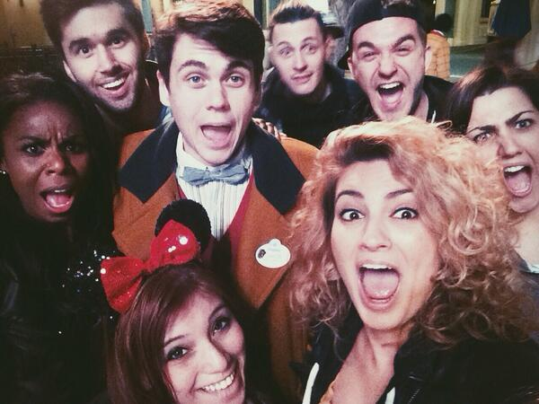 cool oscar selfie so everyone RT it 3 million times instead of 2 ok. @ToriKelly @Kamaricopeland @kirstin_taylor http://t.co/HXNuvC5WXi