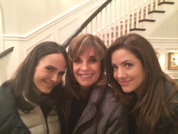 Get ready!! We're here on set getting ready to work AND tweet! Let's do this. @Linda_Gray @JordanaBrewster #dallasTNT http://t.co/vu9xtpRnWY