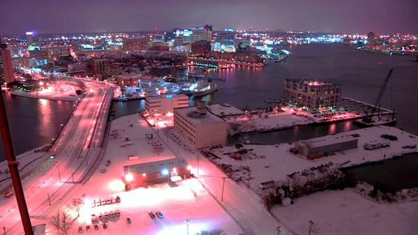 Nice shot of Downtown Norfolk in the snow #hrsnow #hrweather #vawx http://t.co/WlnnzXdKeI