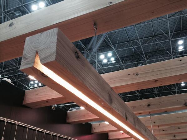 新作。建材であり照明でもある、間伐材の角材。誰も気づかぬw http://t.co/H5ABPjUIbV