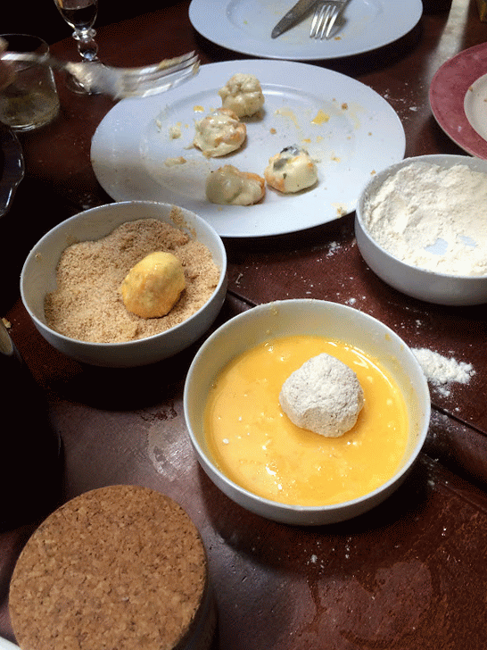 Cromesquis de #Langres in progress #Gif #autoawesome http://t.co/cs2ES1yFIb http://t.co/X7Ee0b2cGi