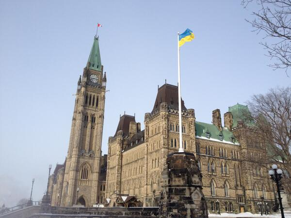 Ukrainian flag being proudly flown on Parliament Hill to demonstrate our solidarity w/ people of #Ukraine #cdnpoli http://t.co/3UFU6mV47T