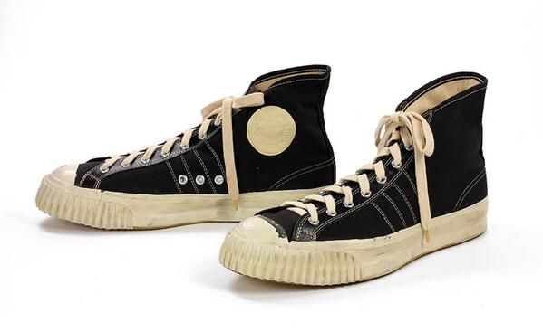6cbd3c643db0  bsmshoeoftheday These high-tops look like Converse All Stars but they are  Converse Grippers