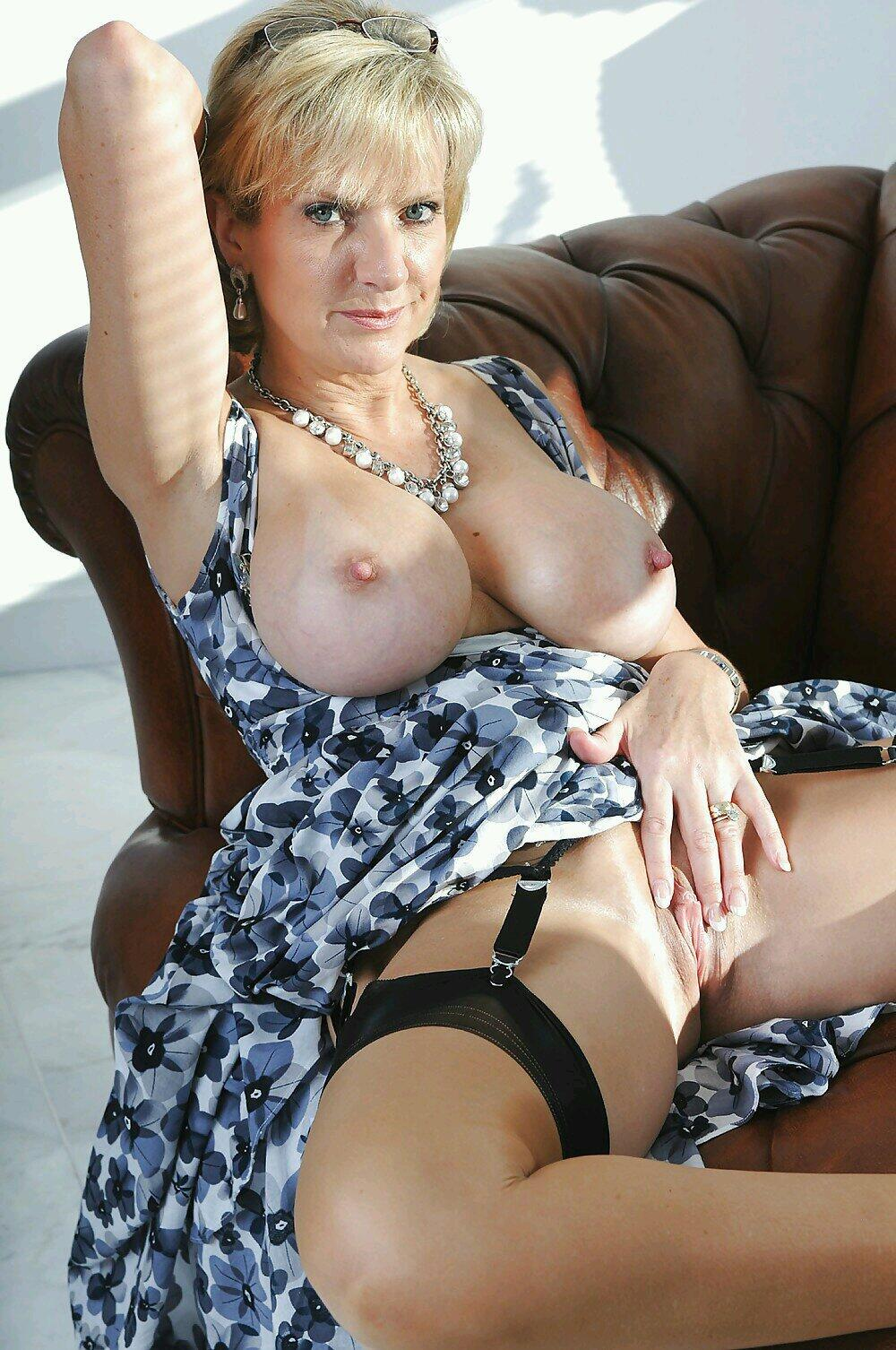 Mature And Granny Pornstars 42