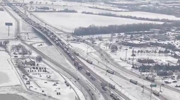 Drivers are still stranded on the southbound lanes of I-55 and on I-40 in Arkansas http://t.co/nnQjCNvZ7S http://t.co/nUyvWfU4tV
