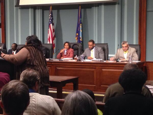 Council members are seated. Meeting should begin soon. #sctweets #wis10 http://t.co/JCuD2sRgms