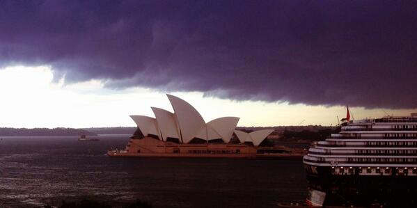 Ok, that's a storm alright. #sydneystorm http://t.co/9a7XAVZ9Sd