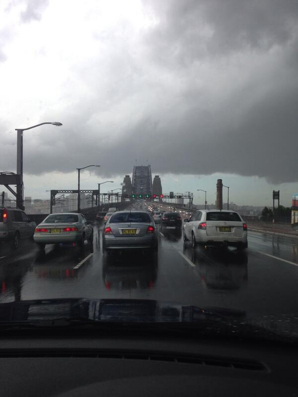 #SydneyStorm #HarbourBridge http://t.co/0N13aaK0Iw