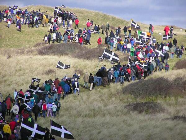 Gool Peran Lowen ~ Happy St Piran's day #Kernow #Cornwall #Kernewek #Cornish http://t.co/uyPZAp8hfh