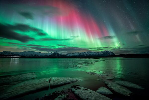 "Must see!! ""@PC0101: #Aurora over Lofoten, Norway, Feb 28, by Sandra Loeber, http://t.co/56osUxnTeX  http://t.co/HtnEv29VbO"""