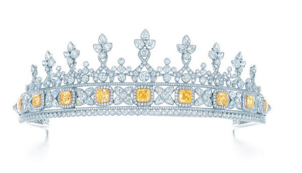 Feel like royalty in this diamond encrusted tiara by @TiffanyAndCo!   - http://t.co/TbqRmXCXli