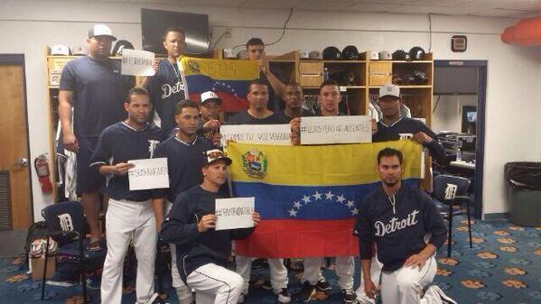 Miren el tremendo gesto de patriotismo de los #Tigers venezolanos de Detroit #Venezuela http://t.co/vG0HiNyjNW