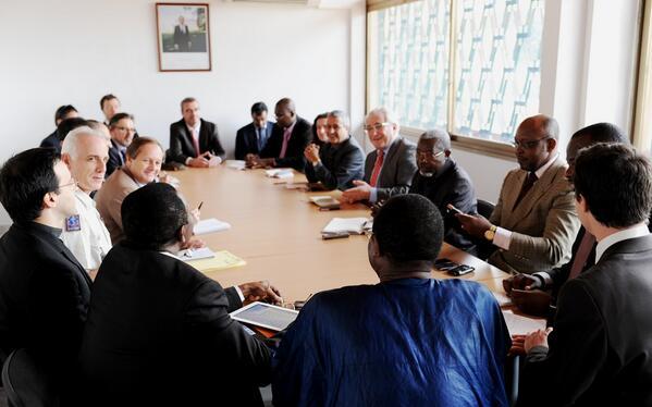 L'ambassadeur de France Charles #Malinas réunit le corps diplomatique et les organisations internationales à #Bangui. http://t.co/pobOnNAfmh