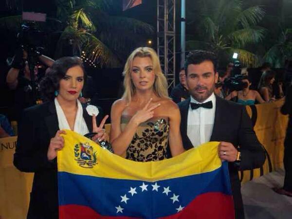 @rumberos #Norka @MarjoDSousa y @Mauricio_Mejia con #VenezuelaSOS !!! http://t.co/5ZDSmHeldw