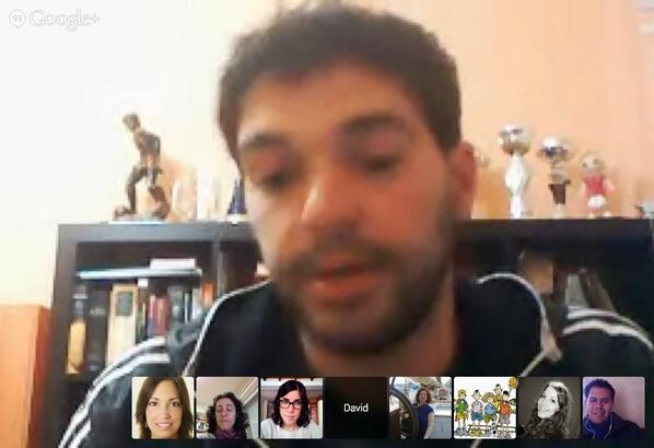 #eduPLEmooc #MooCafé #eduXXIhangout Debatimos sobre: enseñamos en base a conocimientos o en base a conocimientos... http://t.co/Yy7CaY6jBH