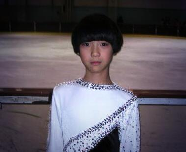 【羽生選手10歳の頃】  プルシェンコ選手に憧れて 同じ髪型にしていた! https://t.co/dxG7vtHzuC