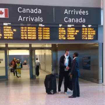 #RTZ Photo: @NandoDeColo has arrived in Toronto, but will be inactive tonight vs. Cavs. #Raptors http://t.co/f2JcVMeM37