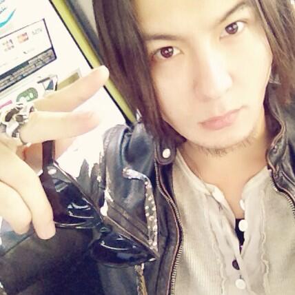 ゚з゚)ノおはモニ♪ さー今日は2・22!Naokiの誕生日であり、宴でござーます!LIVEでござーます!!久々のNaokiとのライブ楽しみだわ♪ 渋谷でお待ちしております。 向かってなぅ! #fujitaray #dustz