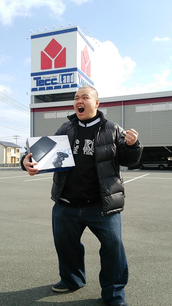PS4買ったぞーーーーーッ!!!!!マジで!!!!!! http://t.co/aXr7PJxH0b