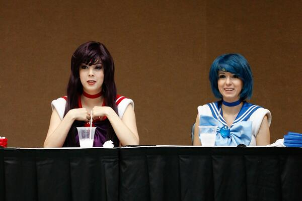 @Ridd1e & @MnikaLee were both charming at their #HeroesOfCosplay panel at #Pensacon today. #cosplay #sailormoon #nice http://t.co/9OVSioOlHi